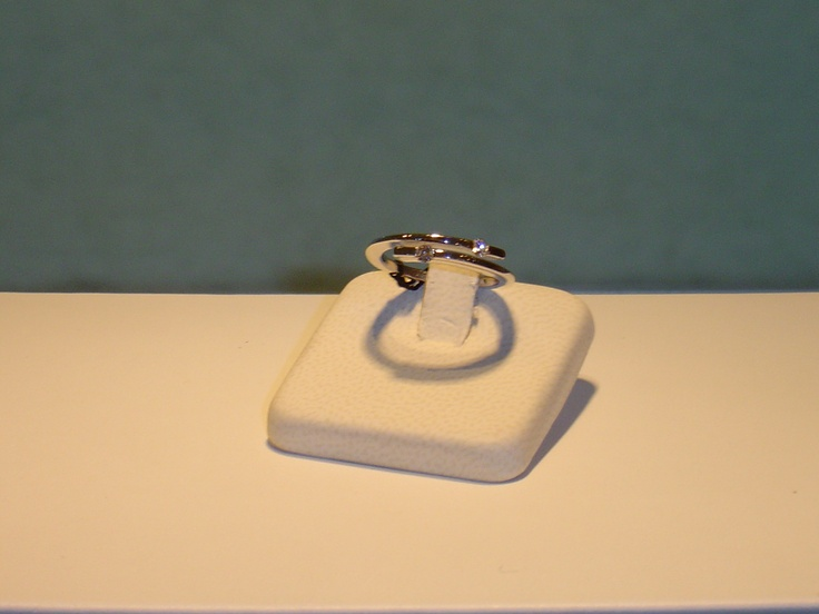 Anillo en oro blanco y brillantes. 0,14 quilates. PVP 792 € (antes 990 €)