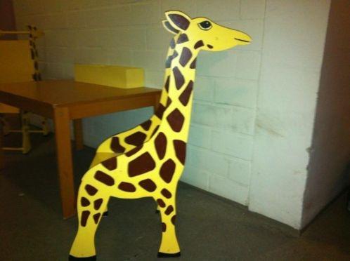 een tafeltje en twee giraffe stoeltjes  45.00  marktplaats  Advertentie 649319855