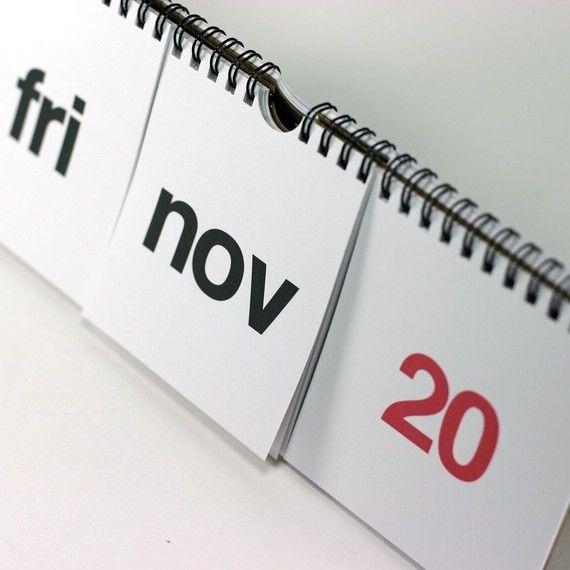un calendrier. noir et rouge par REDSTARink sur Etsy