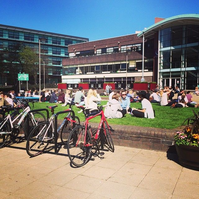 #StudentSnap Sunny days out on the quad! | Northumbria University Campus