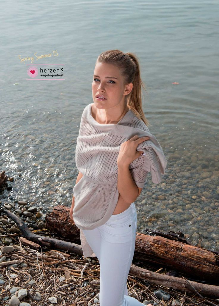 6151-5004 Soft big scarf 100% cashmere that can cover you all over!