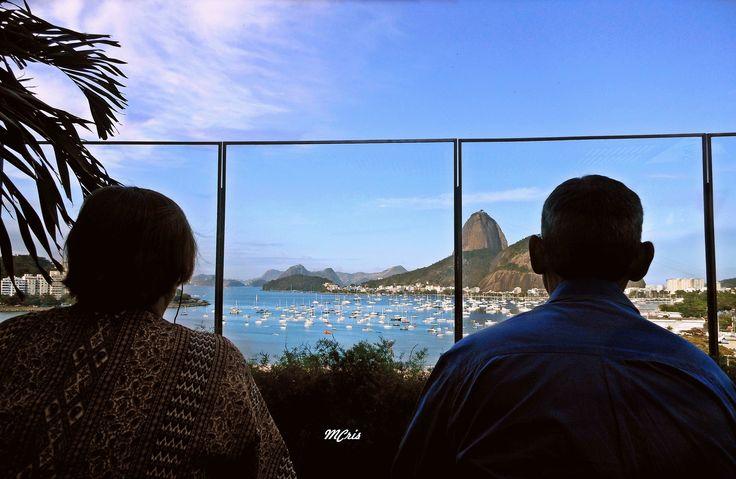 https://flic.kr/p/Rw54JJ | Em profundo silêncio... MCris | Foto tirada do terraço do Shopping Botafogo, Rio de Janeiro, RJ, Brasil. 2015