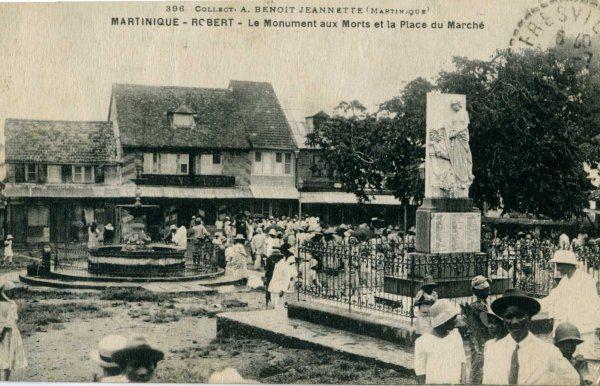 Le Robert, monument aux morts et la pl du marché. Martinique