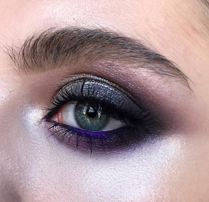 soft and shiny smokey eyes on my advanced training course , using @nyxcosmetics @esteelauder ••• #nophotoshop #nofilter #noedit ••• мягкий смоуки с моего курса повышения , в основе макияжа цветные тени-карандаш от @nyxcosmetics и палетка 5 теней от @esteelauder   #marialihacheva #визажист #closeup #школавизажа #цветноймакияж #макияжглаз #макияж #школамакияжа  #смоуки  #beauty #style #bridalmakeup #smokey #smokeyeyes #colormakeup  #hudabeauty #toofaced
