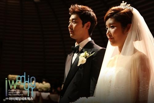 LG트윈스 서동욱, 오랜 연인 주민희씨와 결혼식 올려 - (주)아이웨딩네트웍스 - 플라자