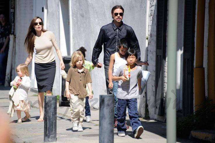 Angelina Jolie y Brad Pitt con sus seis hijos: Maddox, Zahara, Pax Thien, Shiloh, Knox Leon y Vivienne Marcheline