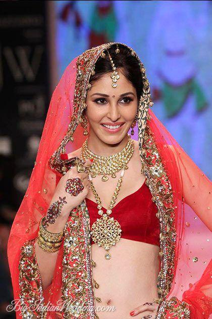 Red lehenga #lehenga #choli #indian #hp #shaadi #bridal #fashion #style #desi #designer #blouse #wedding #gorgeous #beautiful