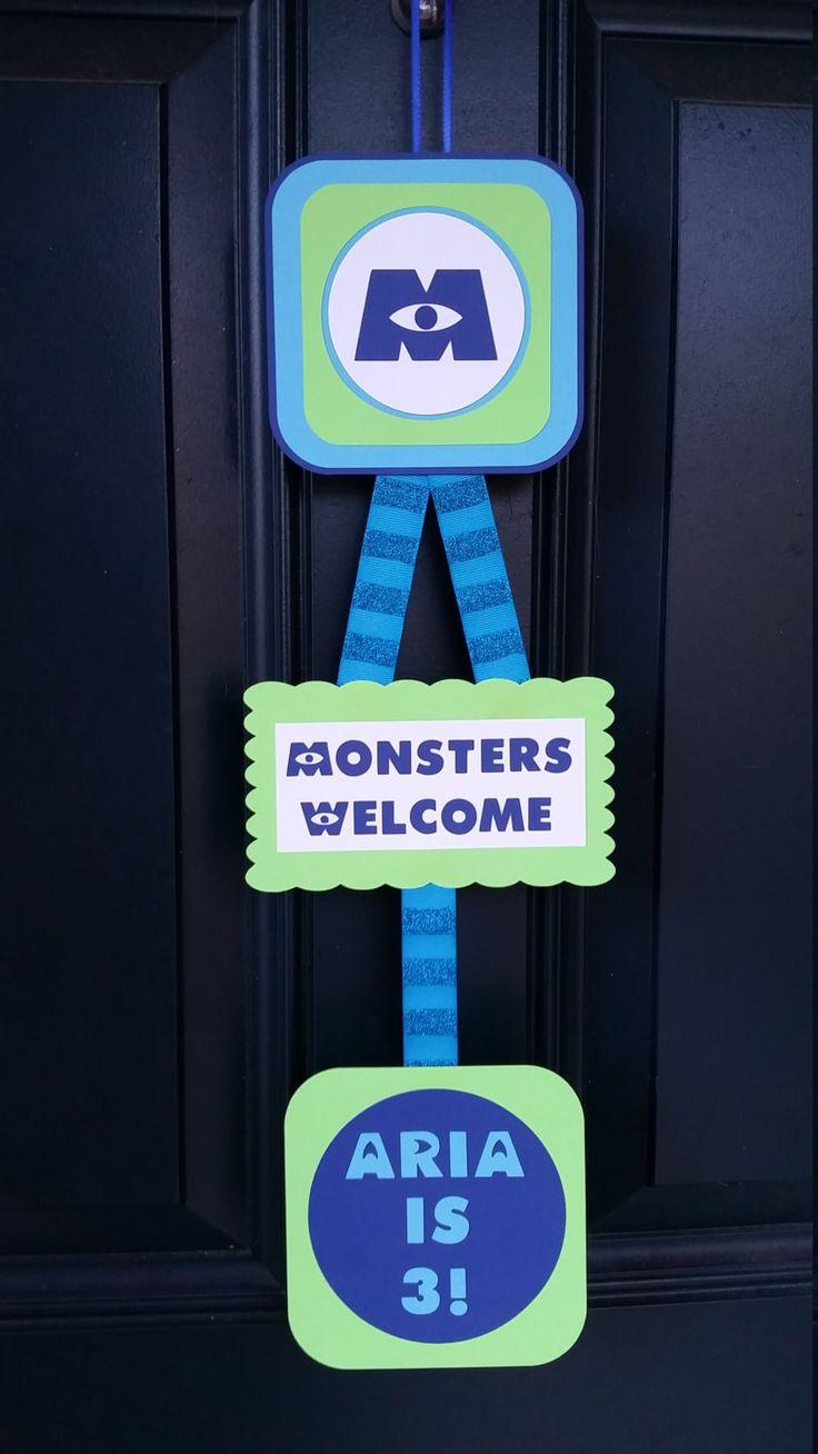 Decoración fiesta de Monsters Inc  muestra la puerta