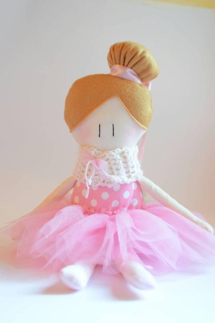 Le Amicoccole: bambole in tessuto fatte a mano, amiche portatrici di coccole. Modello ballerina. La trovi nel mio Etsy Shop.