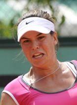 Ajla Tomljanovic advances to 4th round