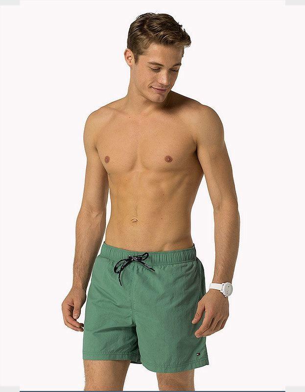 NO ESPERES A REBAJAS | Bañador TOMMY HILFIGER por 45 €, para hombre tipo bermuda. SECADO RÁPIDO | Bolsillos laterales | Prenda 100% original | Envío 24/48h