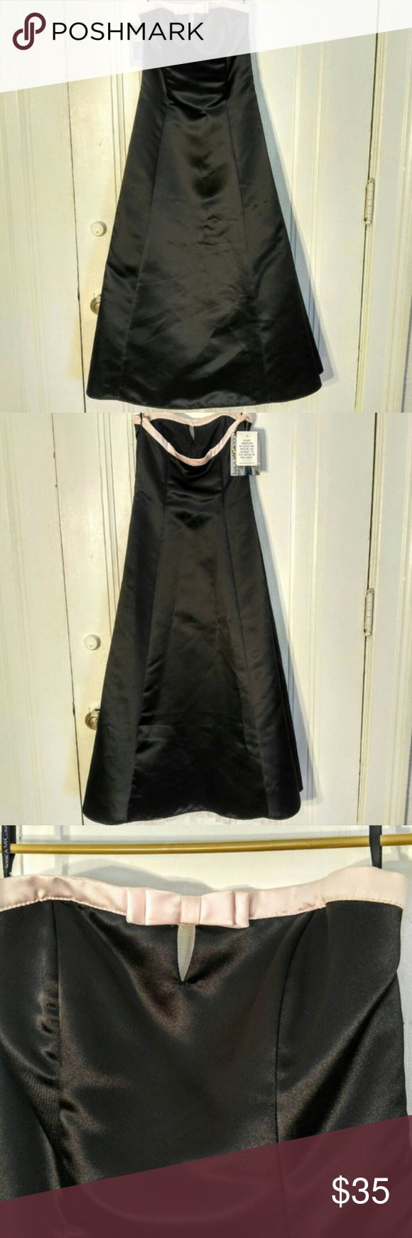 "Jessica McClintock Vintage Strapless Black Formal Jessica McClintock Vintage Strapless Black Formal Dress Size 1/2 or size 0. Brand new with tags. A little crinaline at the hem for volume in the skirt. Pink bow at the bust line. 14"" bust measurement layed flat. 40"" length. Great prom or homecoming dress. Jessica McClintock Dresses Prom"