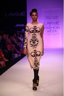 Payal Singhal Indian Wear Collection : SANAA KURTA SUIT