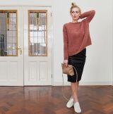 Rok met trui en sneakers (trui pomandere fall)