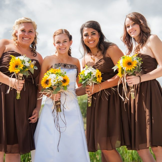 Camouflage Wedding with Sunflowers | Tayler and her bridesmaids carried gorgeous sunflower and daisy ...