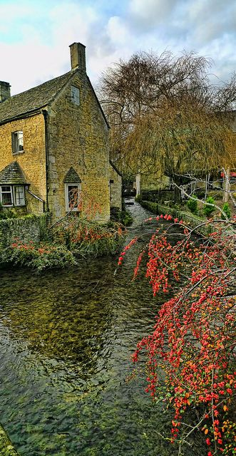 Bourton on the Water, CotswoldsCivil Parish, England Uk, Beautiful Cottages In England, Nature Beautiful, Bourton On The Water, Rustic Cottage, British Isle, The Cotswolds England, Natural Beauty