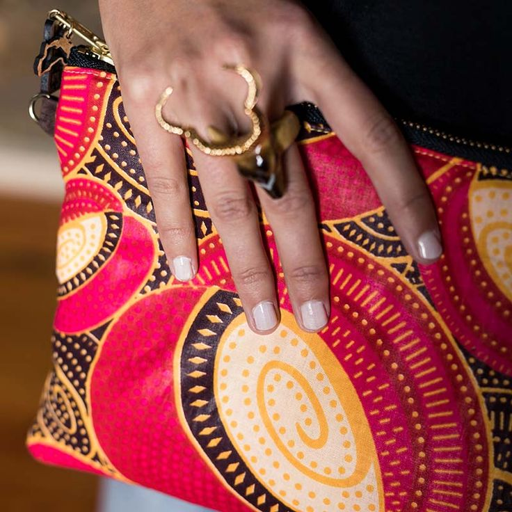 Sac Yebo à Rabat WeAllShareRoots - Pochette éthique, ethnique et chic en cuir et tissu Africain ! #LatestAfricanFashion #AfricanPrints #Africanfashion #Africanstyle #Africanclothing #AfricanBags #Pochette #clutch #modeéthique  #shweshwe #wax #slowfashion #WeAllShareRoots