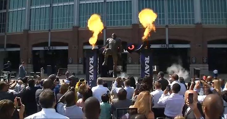 #52LEGEND Ray Lewis statue unveiled @ M&T Stadium 9-4-14