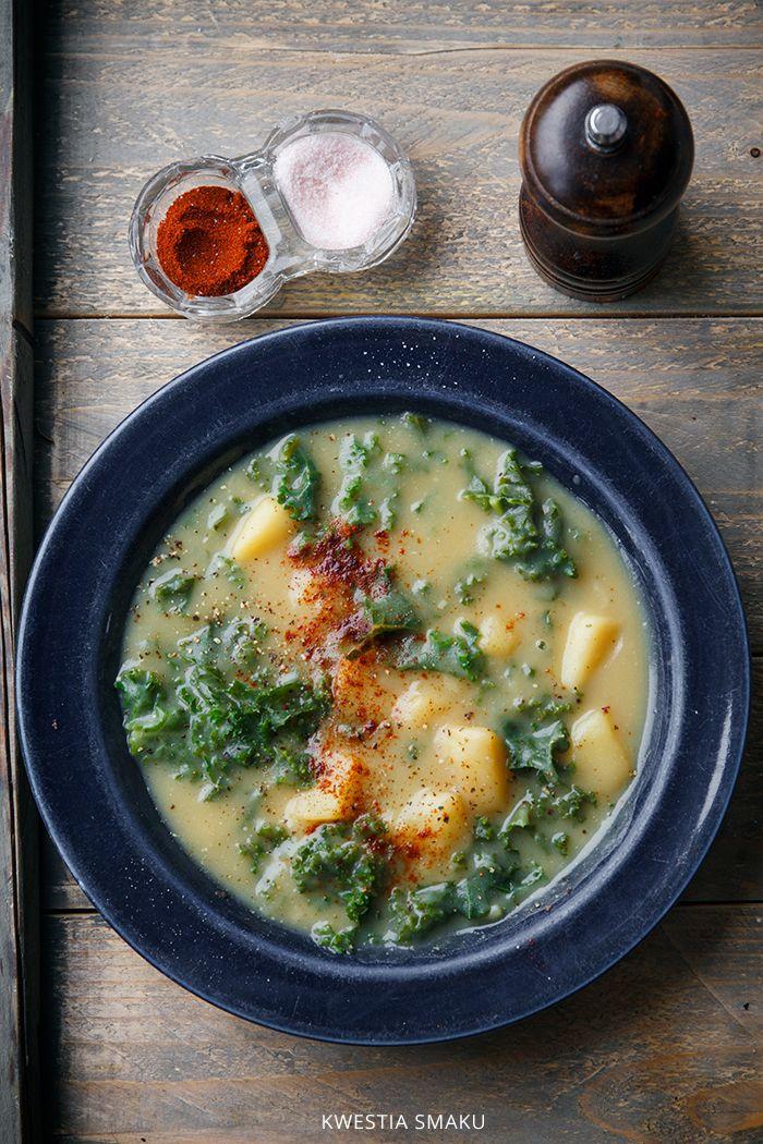 Wegańska zupa z jarmużem