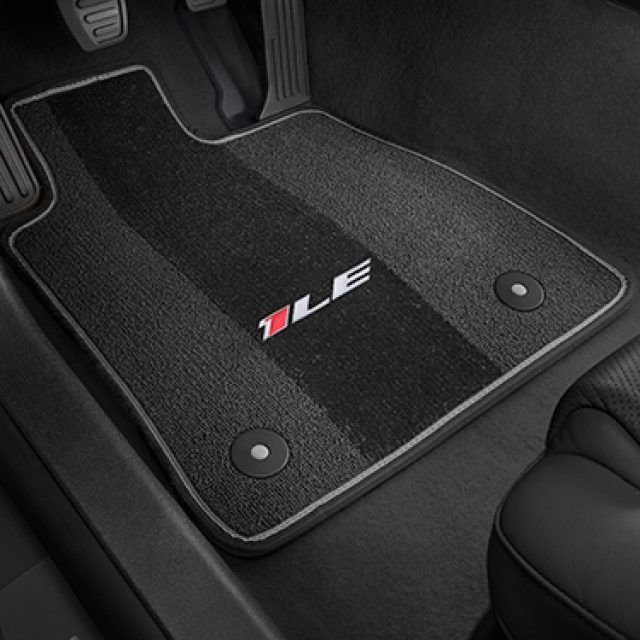 Front And Rear Carpeted Floor Mats In Jet Black With 1le Logo And