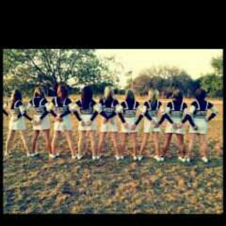 Cute team cheer pic idea cheer your heart out pinterest for Team picture ideas