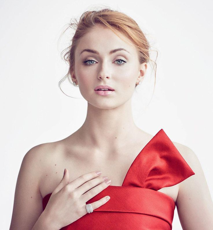"""325 Likes, 3 Comments - Vanity Fair's HWD (@vfhwd) on Instagram: """"Sophie Turner is now officially the future of the X-Men franchise. Tap the link in bio for the…"""""""