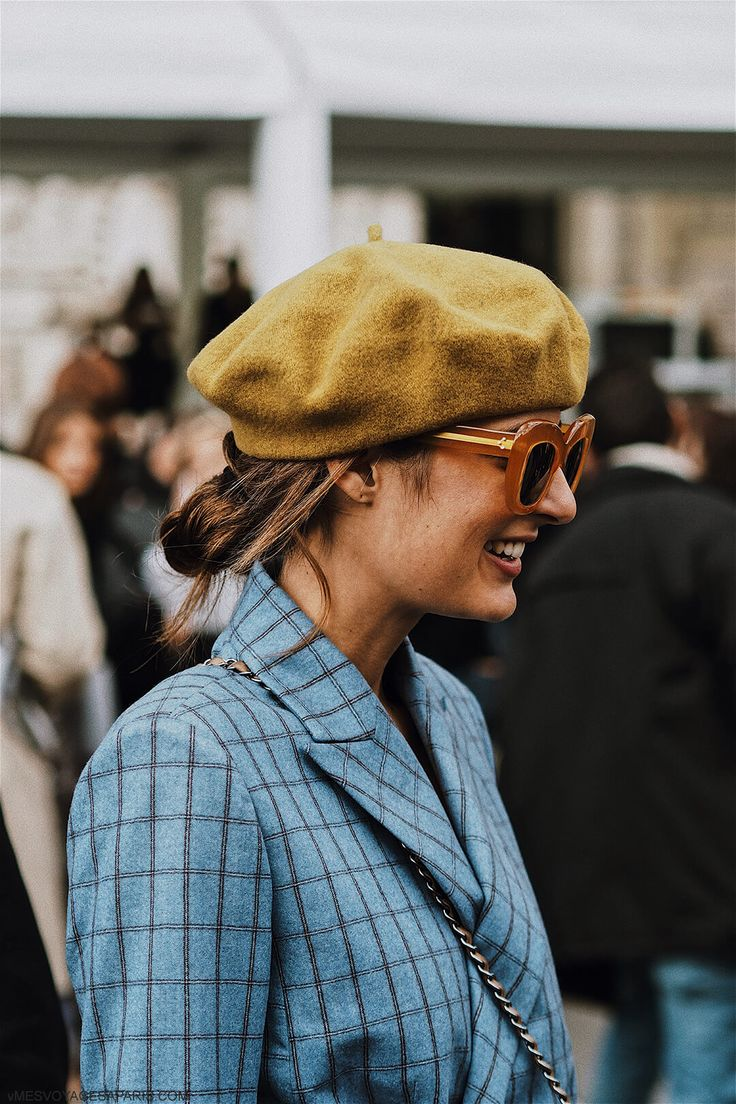 PFW Street Style October 2017: pay attention to blue color. Blue outfits and best looks from Paris Fashion Week.