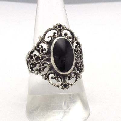 Delicate silver filigree ring and jet, manufactured by craftsmen Galicians. Artcraft of The Way of Saint James. Tax free $49.90