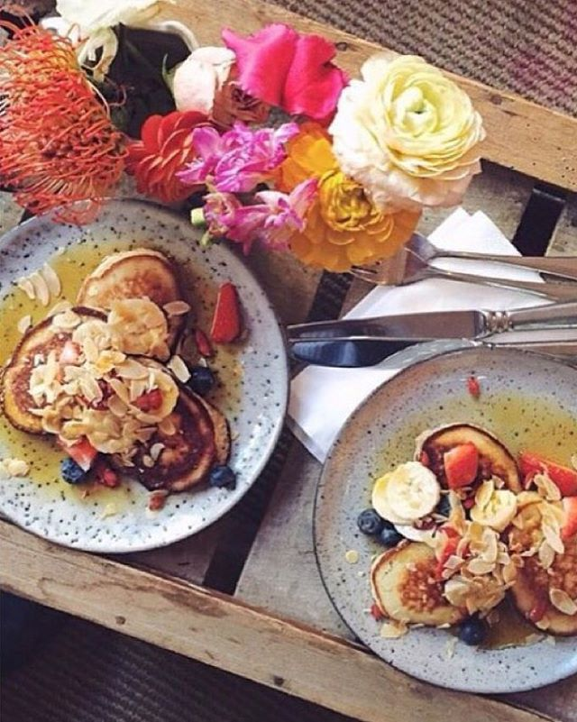 Breakfast @laviniagoodfood Banana pancakes with red Fruit and Organic Love!  #breakfast #foodies #kerkstraat #amsterdamfoodies #healthypleasure #organicfood #foodie #foodbloggers #amsterdam #healthy #goodfood #healthypancakes #holland #laviniastyle