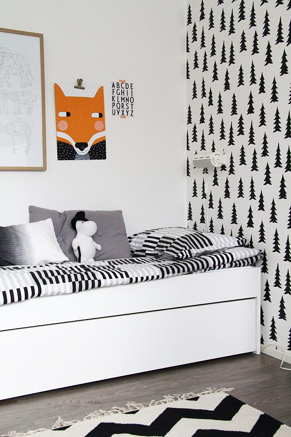 black and white kids room. tree wallpaper. kinderzimmer schwarz und weiß. baum tapete.