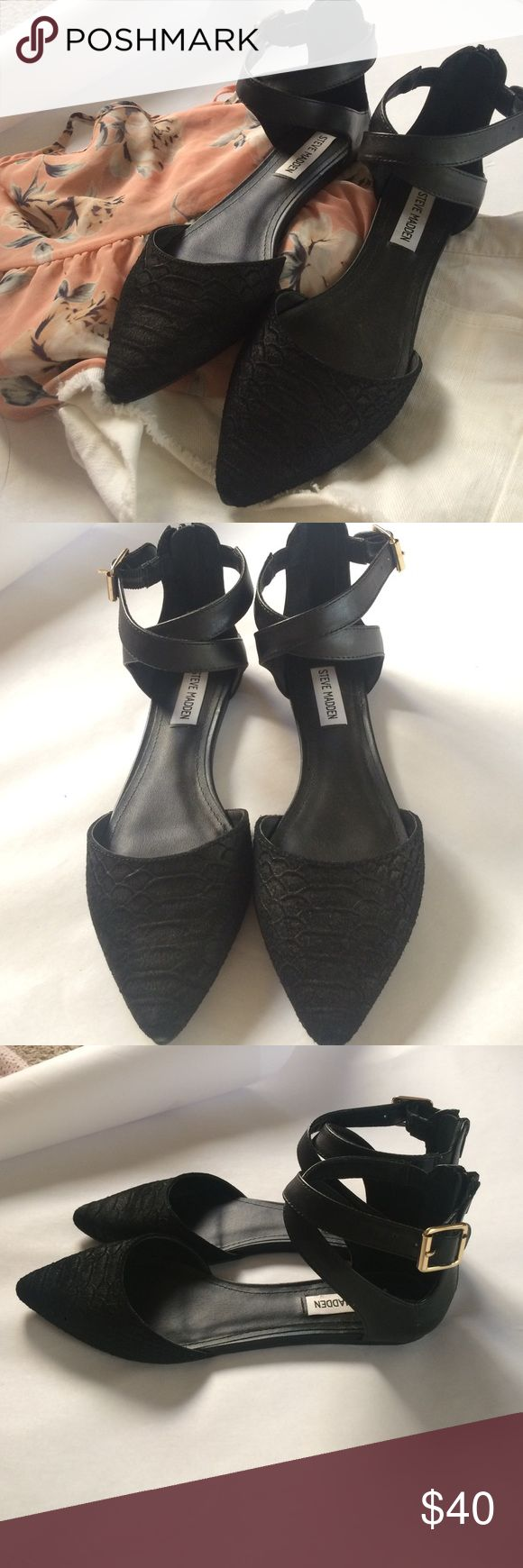 Steve Madden Pointy Criss Cross Flat Steve Madden flat with pointy toe and criss cross detail on the ankle straps. Gold hardware and zip up back. Never worn/brand new and in perfect condition with no flaws. Size 7.5 Steve Madden Shoes Flats & Loafers