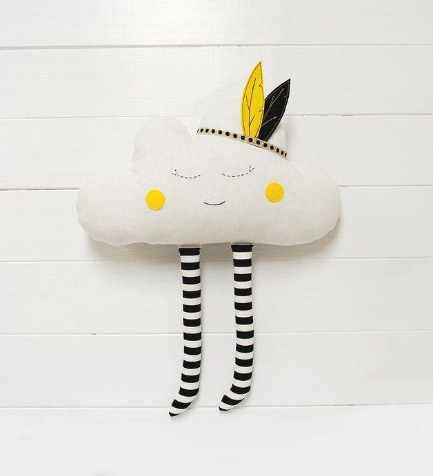Süßes Wölkchen-Kissen mit Indianerfedern, Kuscheltier für Kids / cute cloud soft toy made by Jobuko via DaWanda.com