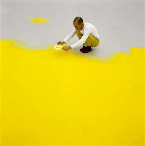 This is a picture of Wolfgang Laibin 1992, sifting hazelnut pollen for an installation at New York'sMuseum of Modern Art.The pollen was collected by Laib from the woods around his home and studio near a small village in southern Germany.