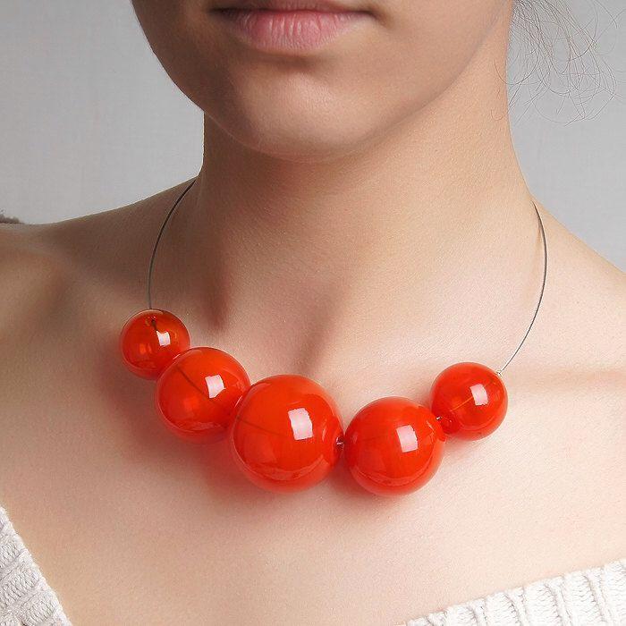 Collar de murano rojo burbuja hueca de los granos, collar de burbuja de cristal, collar de brillante, collar de declaración, collar rojo oscuro, collar de tomate de KatyaGlass en Etsy https://www.etsy.com/mx/listing/277281202/collar-de-murano-rojo-burbuja-hueca-de