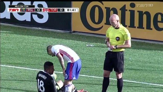 #MLS  YELLOW CARD: Sebastian Giovinco runs into Nick Rimando