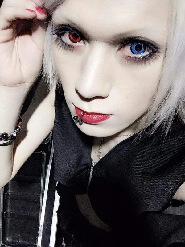 Itsuki(The Black Swan) OMG! HIS EYES!!!