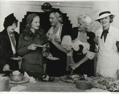 Arline Judge, Claire Trevor, Esther Ralston, Jean, and Lois Wilson at Jean's home in 1934