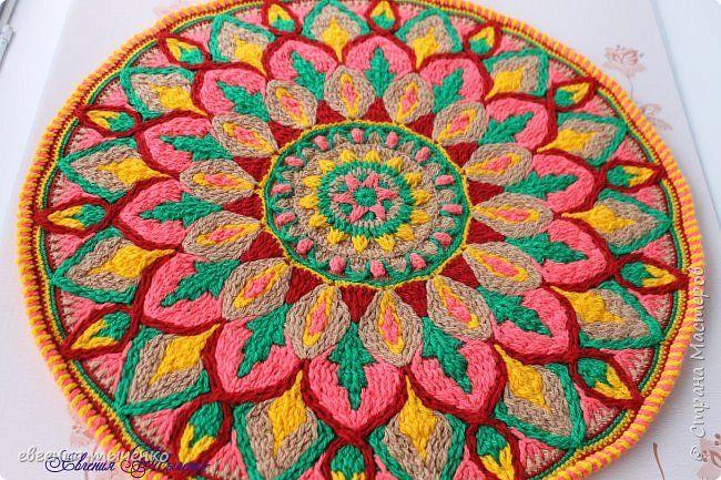 Здравствуйте любительницы рукаделия, представляю новый коврик , размер 70 см, нитки акрил, связан в технике Overlay Crochet фото 1