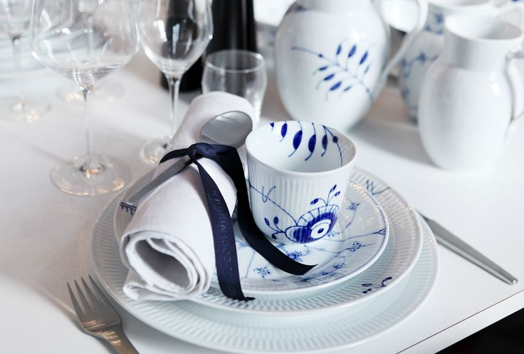 Table setting - Mix & Match: White Fluted, Blue Fluted Plain and Blue Fluted Mega.