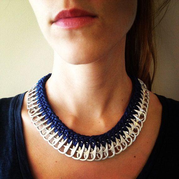Ganchillo gaseosa Tab collar azul marino por IzouBijoux en Etsy