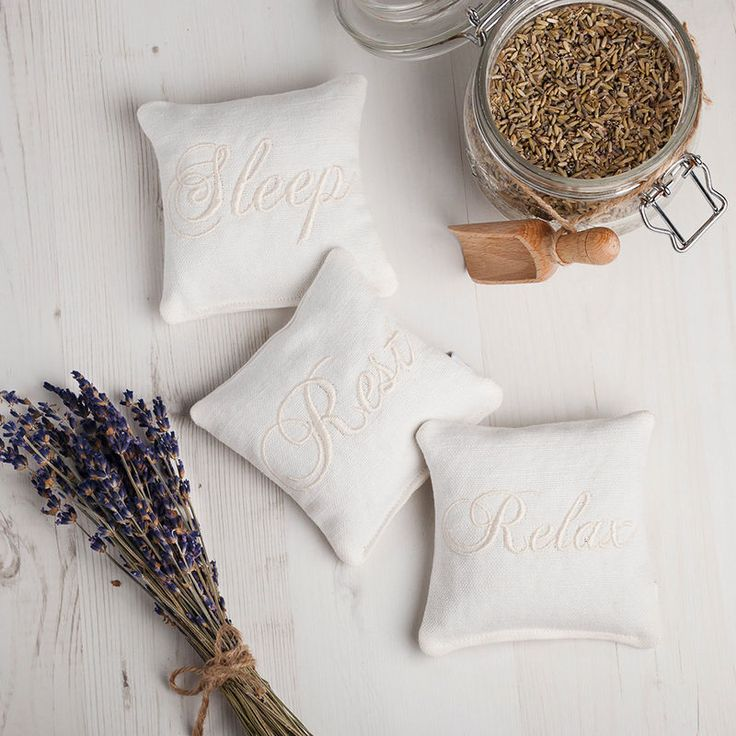 there's something so soothing about lavender and linen