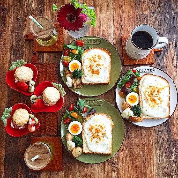 Mar.31 today's breakfast + レモン酵母の山食でクロックムッシュ ゆでたまご 帆立のバター醤油ソテー スコーン+水切りヨーグルト+苺ラズベリージャム で あさごはん + 山食の間にチーズとベーコンはさんで 米粉のホワイトソースをかけて焼いた クロックムッシュが ふわふわとろっで美味しかった(○´U`○)♡ 水切りヨーグルトは2種類のヨーグルト混ぜて 水切りしてたらクリームチーズみたいになってて チーズLOVE♡水切りヨーグルトLOVE♡な娘が ニマニマでした(○´U`○)♡…