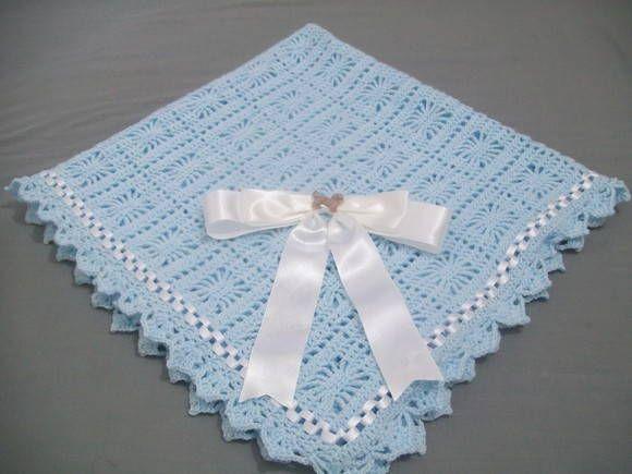 Linda manta em croche com trançado de fitas confeccionado com lã antialérgica própria para bebes faço nas cores de sua preferência  OBRIGADA PELA VISITA E BOAS COMPRAS R$ 60,00