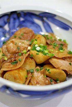 楽天が運営する楽天レシピ。ユーザーさんが投稿した「里芋と豚バラ肉の甘辛黒酢炒め」のレシピページです。こってり味の里芋と豚バラ肉は、ごはんのおかずにぴったり! もちろんビールのおつまみにも◎。里芋と豚肉の炒め物。里芋,豚バラ肉(薄切り),にんにく,万能ねぎ(小口切り),黒酢,しょうゆ,酒,みりん,砂糖
