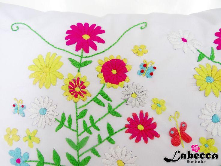 HECHO EN COLOMBIA. Si quieres saber más sobre nuestros bordados 100% a mano, visita: facebook.com/labeccabordados