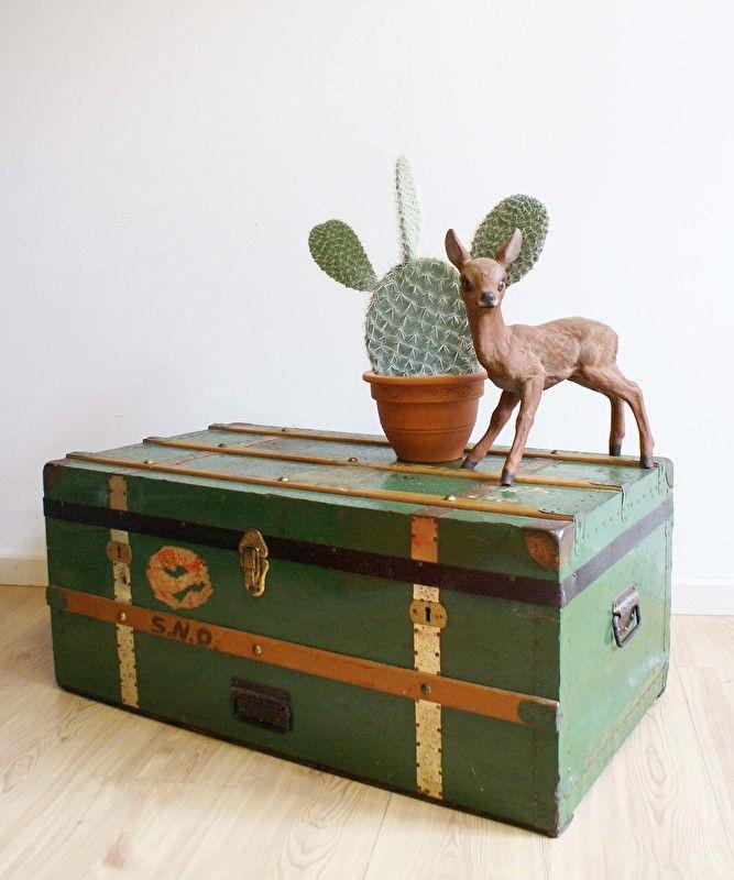 Grote vintage hutkoffer/scheepskoffer.  Antieke/brocante houten kist/koffer.