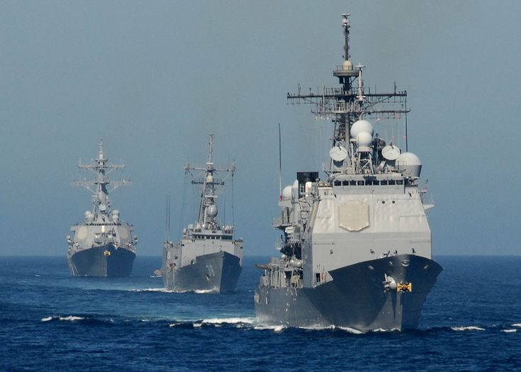 Ticonderoga-class cruiser, Oliver Hazard Perry-class frigate, and Arleigh Burke-class destroyer in maneuvers off Southern California, November 2007.