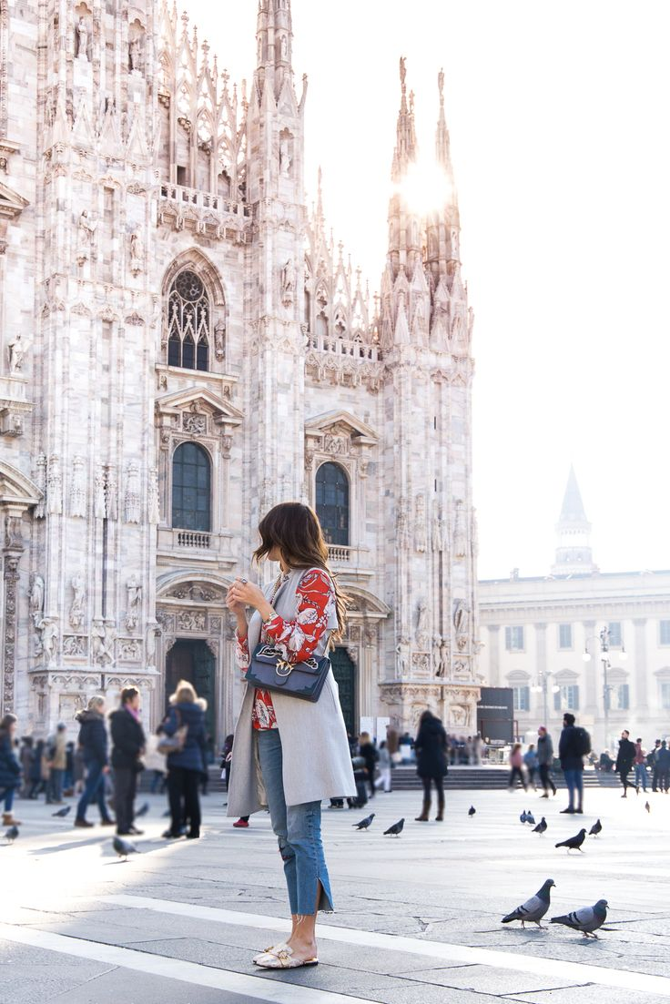 Milano Duomo / Streetstyle Mailand / Mailänder Dom / Frühling in Mailand / OOTD / Cropped Jeans / Dolce Gabanna Slippers / Pinko Tasche