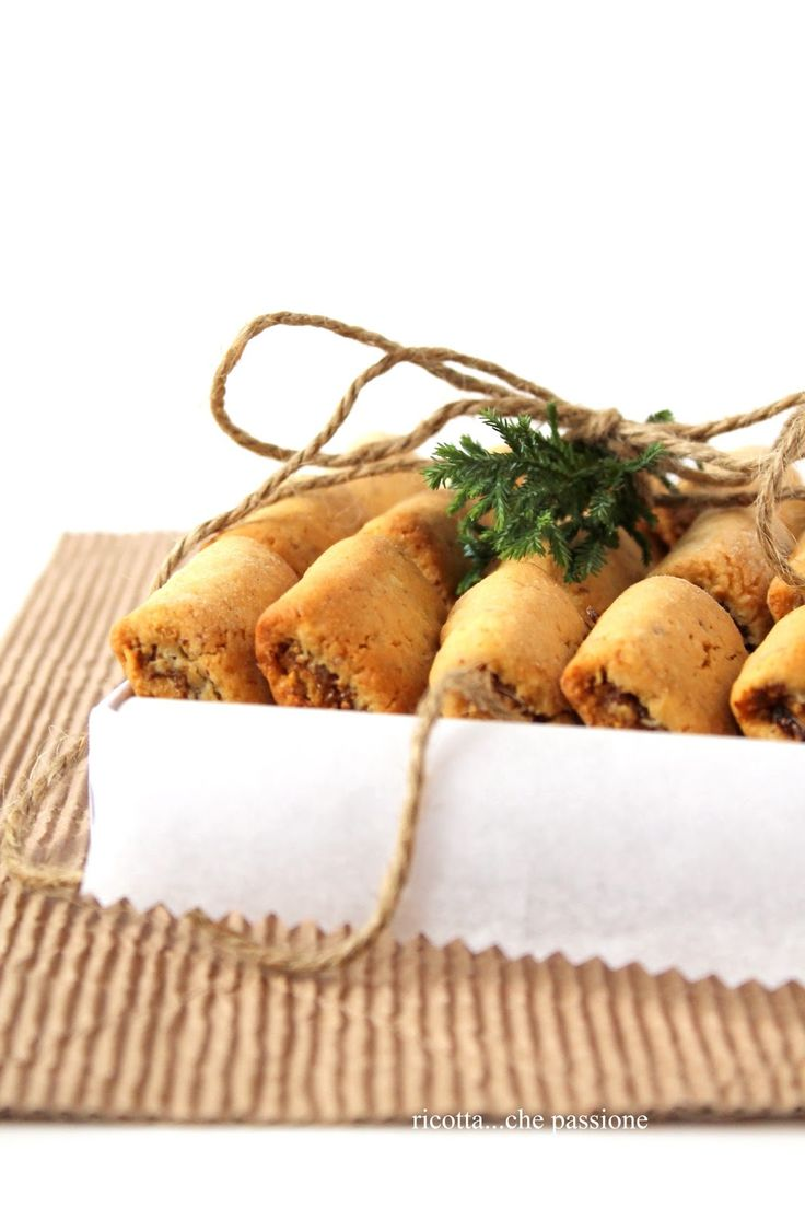 Biscotti ripieni di fichi secchi, arance e cannella (cinnamon, fig and orange filled cookies)
