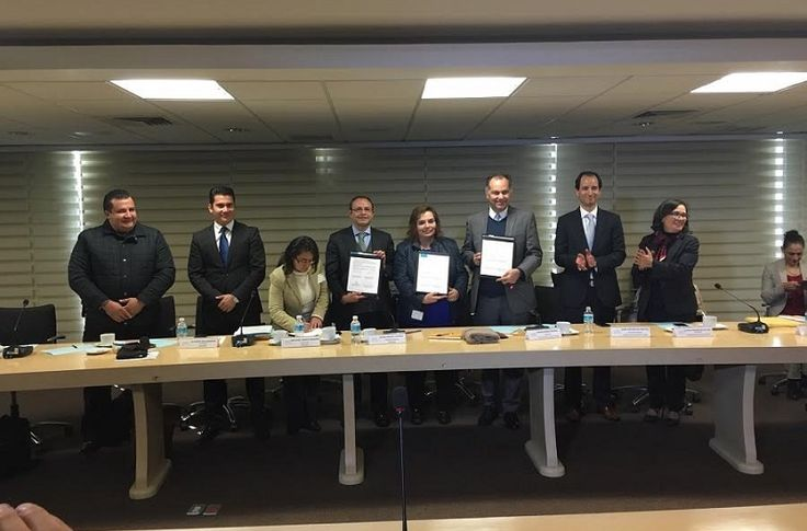 Con la firma del convenio de coordinación entre los órganos nacional y estatal, Michoacán se convirtió este jueves en el primer estado en formalizar la transmisión de información entre las ...